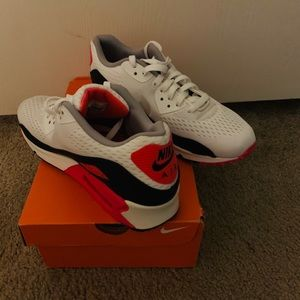 Airmax almost new size 9 with box